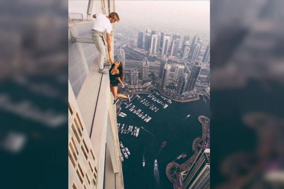 Viki Odintsova, model cantik yang berani berpose ekstrim di gedung pencakar langit, Dubai